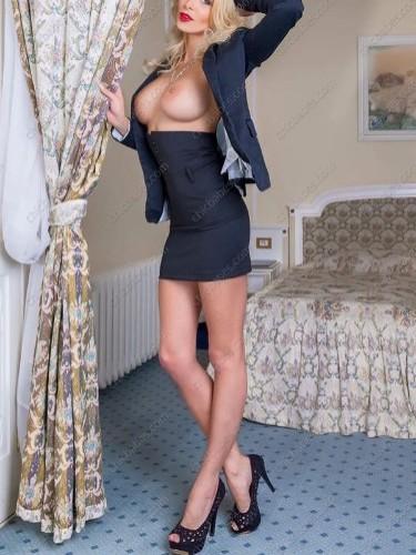 Sex ad by pornstar escort Naomi Montana (25) in Prague - Photo: 2