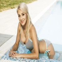 Chic Babes - The best brothels sex ads in Czech Republic - Naomi Montana